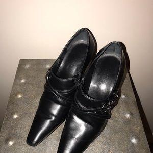 Black leather Franco Sarto zip heeled booties sz6